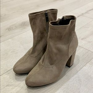 Kenneth Cole Reaction Suede Booties size 6